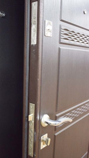 11 уд - 142 металлическая входная дверь Замок