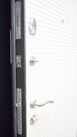 гарда металлическая входная дверь Замок белая под дерево