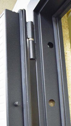 гарда металлическая входная дверь Петли белая под дерево