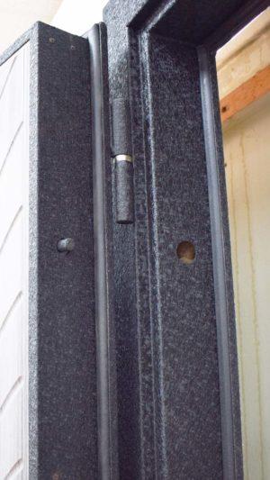 Кова металлическая входная дверь Петли